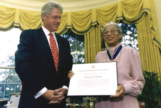 Rosa Parks receiving an award from President Bill Clinton in 2005.